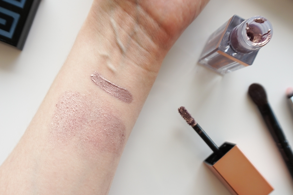 Stila Magnificent Metals Shimmer & Glow Liquid Eye Shadow Cloud swatches review recenzia